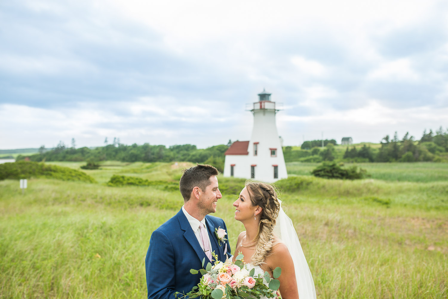 Wedding couple in front of New London Lighthouse PEI